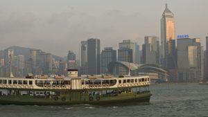 香港の台風!台風が来ると浮足立つ若者たちと台風被害